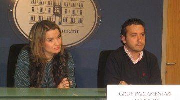 La portavoz adjunta del Grupo Parlamentario Popular, Marga Prohens, junto al diputado popular y portavoz de Asuntos Institucionales del GPP, Fernando Rubio.