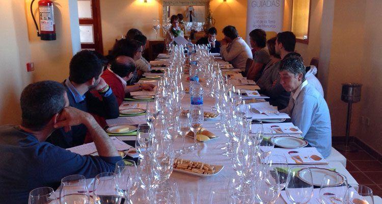 Catas en beneficio de los profesionales de la hostelería en Es Castell.