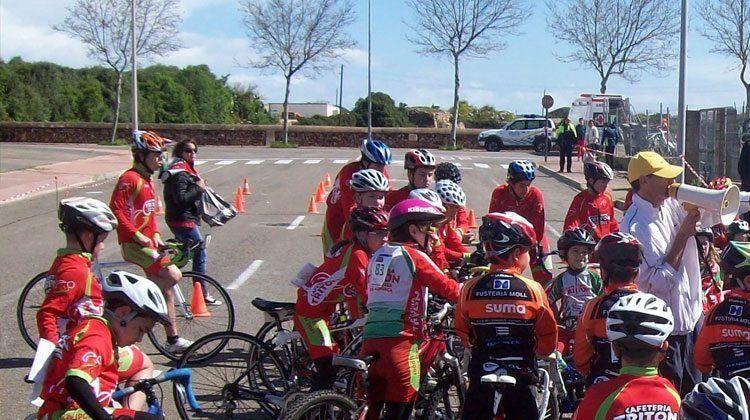 Joves ciclistes menorquins