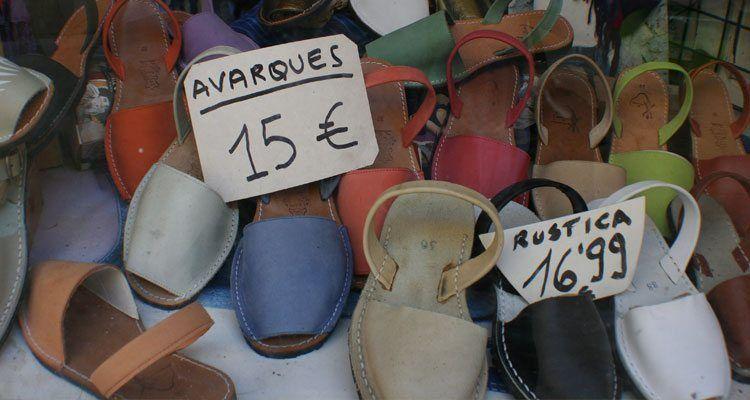 Comercio tradicional dedicado a la venta de las famosas avarques menroquinas.