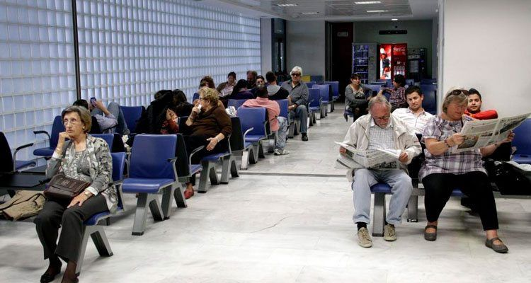 Pacientes esperando ser atendidos en el Hospital Mateu Orfila de Menorca.