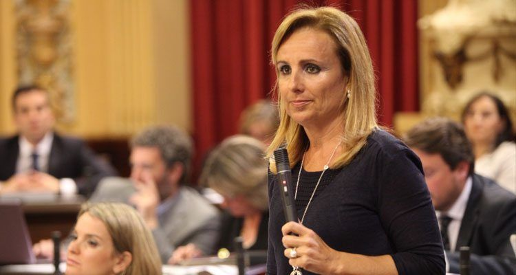La portavoz del Grupo Parlamentario Popular, Mabel Cabrer.