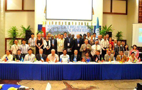 Participants de la Quarta reunió de la Xarxa Mundial d'Illes i Zones Costaneres a Filipines.