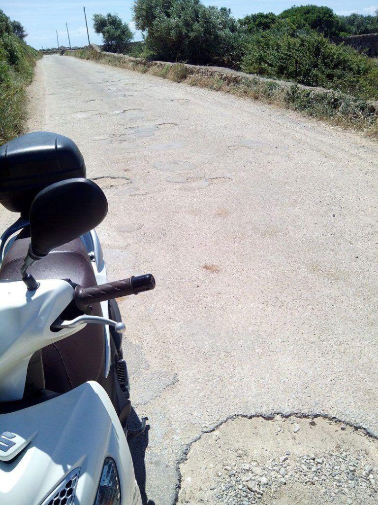 Fotografía del mal estado en que se encuentra el camino de acceso a Son Saura.