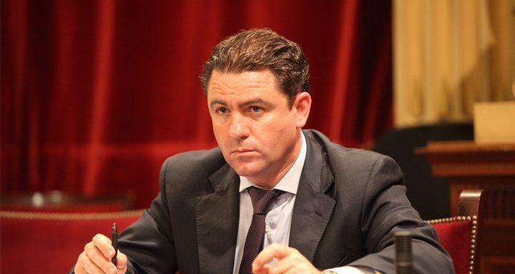 El portavoz de Asuntos Institucionales del Grupo Popular, Miquel Jerez, en pleno.