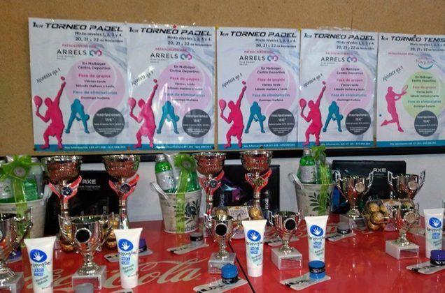 Imagen trofeos torneo de pádel Arrels