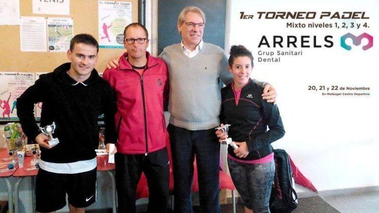 Roberto Schwab en la entrega de trofeos del torneo de pádel