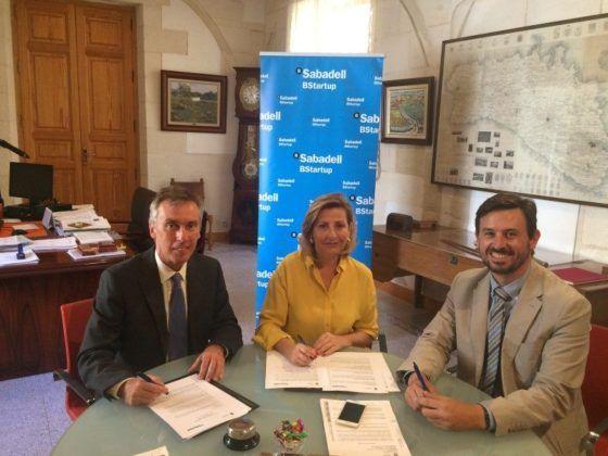 Misericordia Sugrañes y directivos del Banco Sabadell