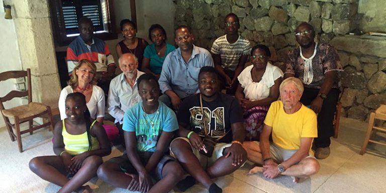 Rosa Estaràs amb la família de Victoire Ingabire
