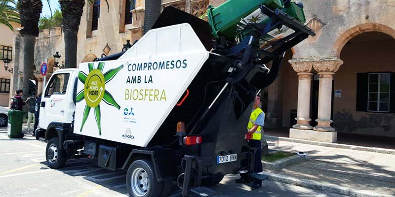 Camío de reciclatge de vidre a Ciutadella de Menorca