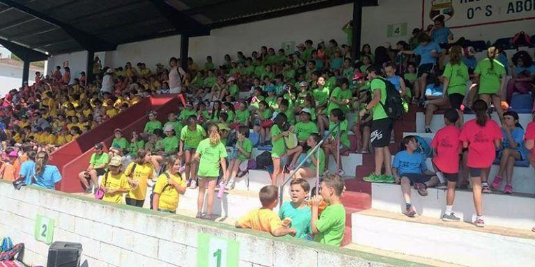 Escolars preparats per a la Festa dels Esports