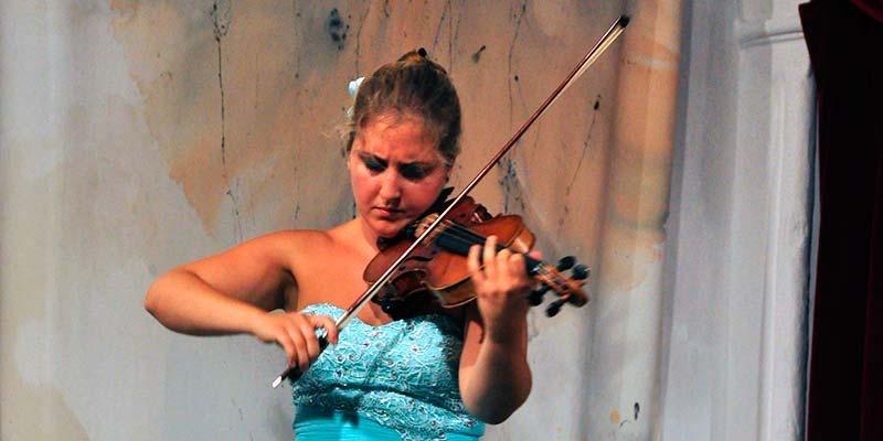 Francina Moll Salord, violinista
