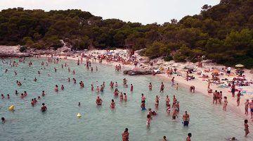 CAEB rechaza limitar la llegada de turistas