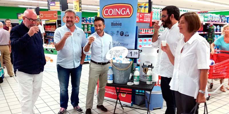 Acto de presentación de apoyo al sector lácteo local en EROSKI