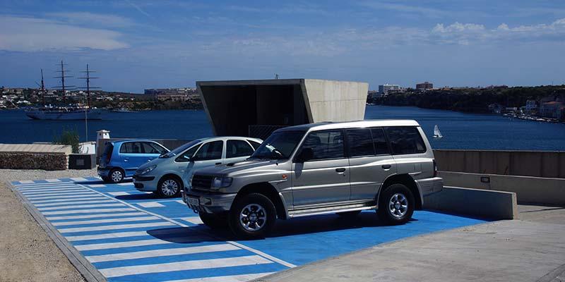 Nous aparcaments per a persones amb mobilitat reduïda