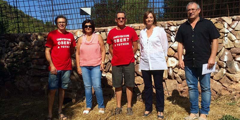 La Presidenta, Maite Salord, i el batle de Ferreries, Josep Carreres, sobre el Camí d'en Kane