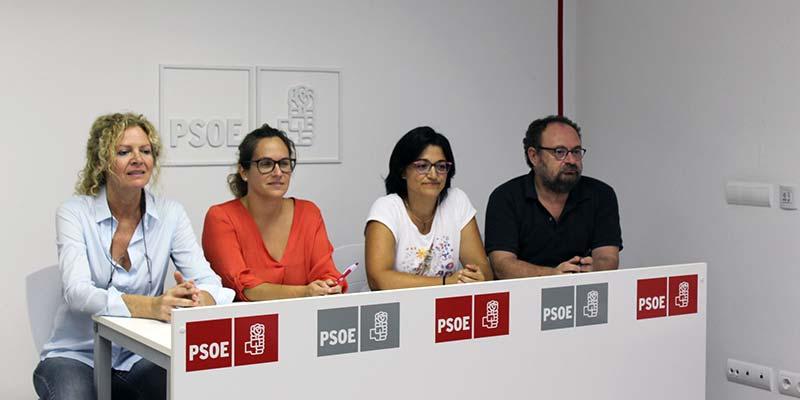 Susana Mora i representants del PSOE Menorca