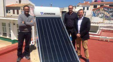 Es Castell instala una placa solar en Es Soleiet