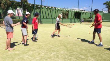 Iniciativa solidaria del Club Tenis Mahón