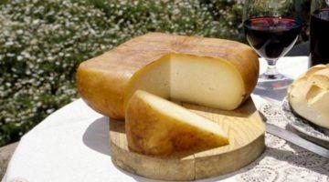 La cuina del formatge en el setè Mercat de Nit d'Alaior