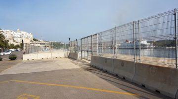 Maó sol·licita a APB que retiri la tanca del port