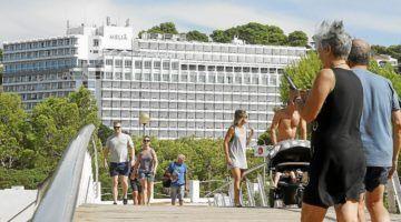 El Govern penaliza otra vez el sector turístico con la ecotasa
