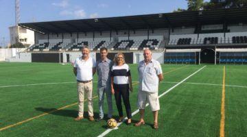 El campo de fútbol municipal Los Pinos estrena césped